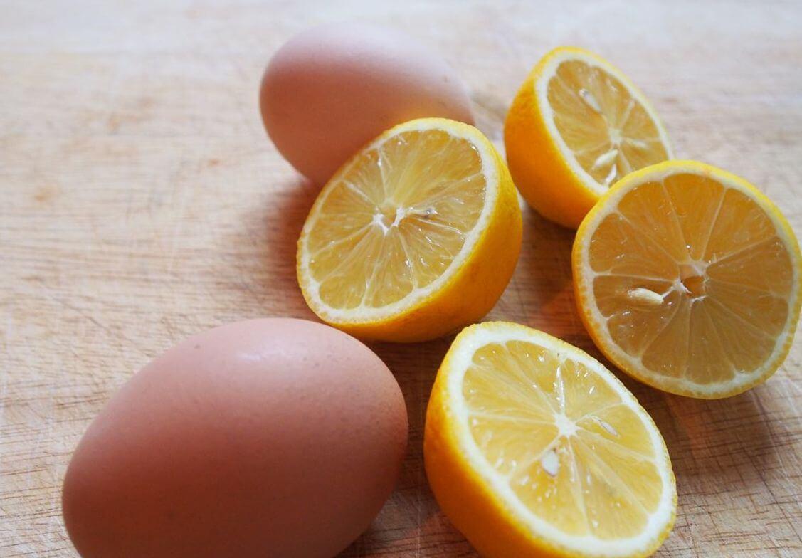 trị mụn thịt bằng chanh và trứng