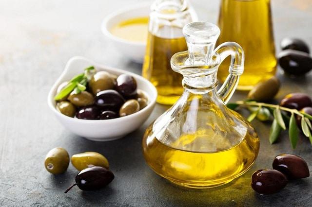 Dầu oliu kết hợp với đường giúp tẩy tế bào chết và tăng cường độ ẩm cho da