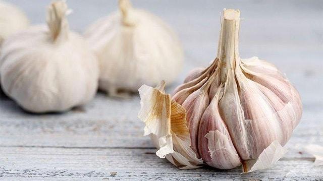 Làm sao để hết mụn? Sử dụng tỏi trong các bữa ăn hàng ngày để ngăn ngừa và điều trị mụn hiệu quả
