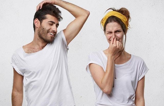 Những nguyên nhân dẫn đến hôi nách và cách loại bỏ mùi hôi nách ra khỏi cơ thể
