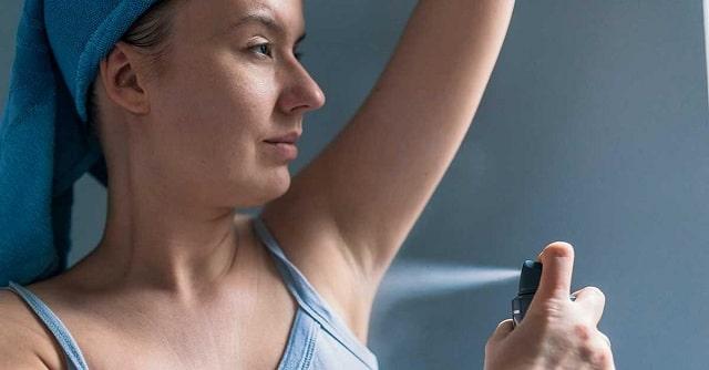 Sử dụng các sản phẩm khử mùi tự nhiên và an toàn tránh gây kích ứng da