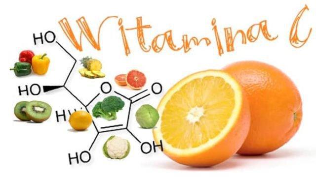Vitamin C được biết đến là một trong những dưỡng chất điều trị các vết thâm do mụn gây ra