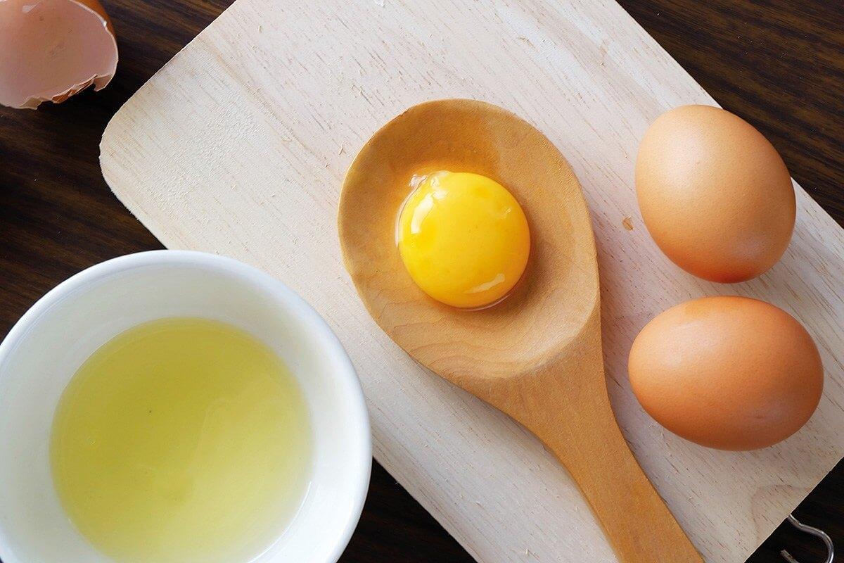 trị mụn bằng mặt nạ lòng trắng trứng
