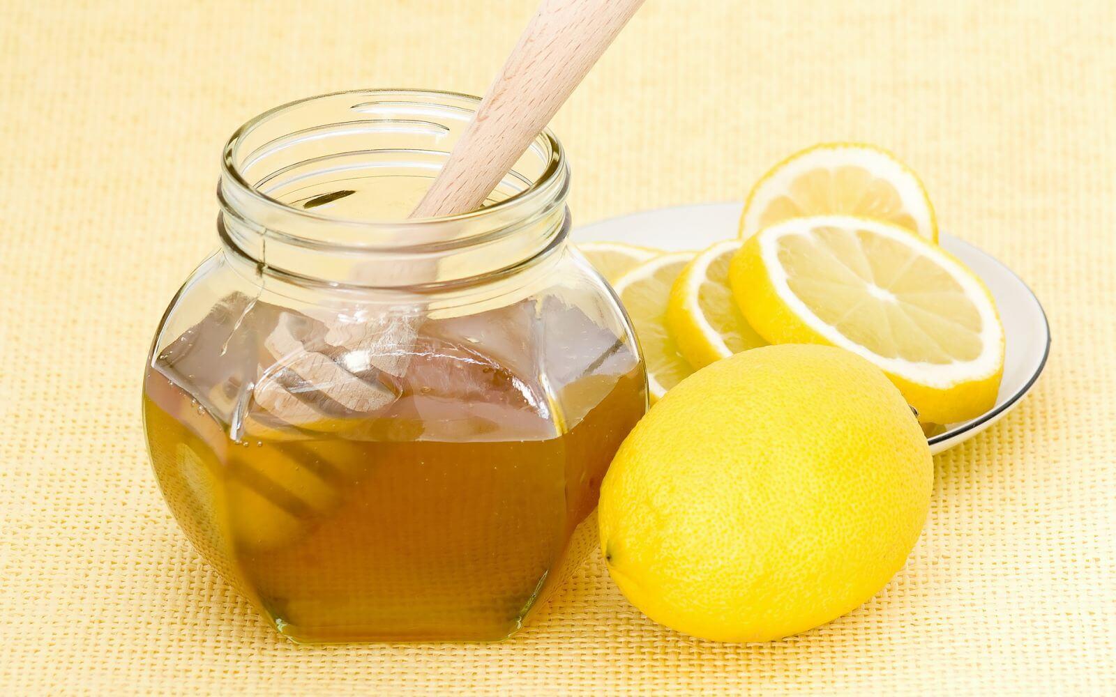 trị tàn nhang bằng mật ong và nước cốt chanh