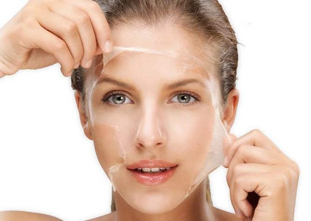 Tẩy da chết giúp thúc đẩy hoạt động tái tạo của da, điều trị mụn ẩn