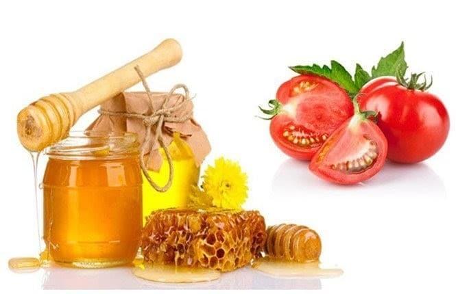 Hỗn hợp mật ong và cà chua chứa nhiều dưỡng chất giúp loại bỏ mụn đầu đen