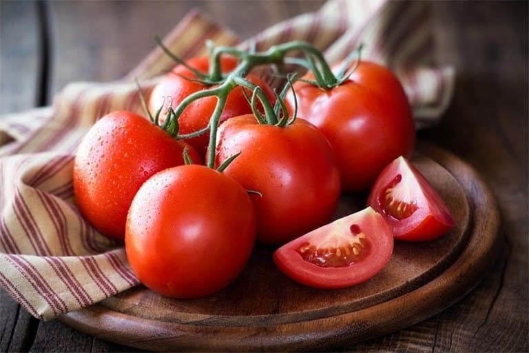 Cà chua là loại quả giúp trị mụn và trị thâm cực kì tốt