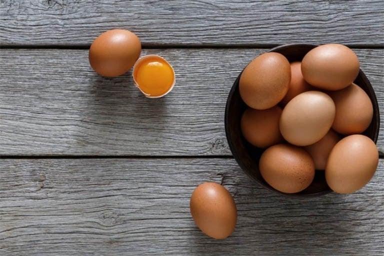 Lòng trắng trứng gà có tác dụng ngăn ngừa mụn và giảm thâm hiệu quả