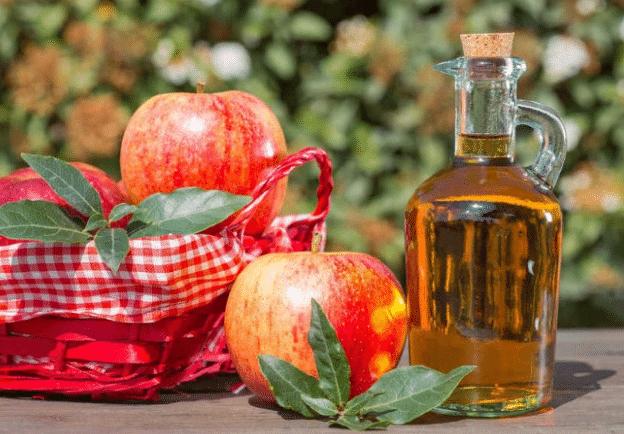 Cách trị mụn cám bằng giấm táo được nhiều người tin dùng