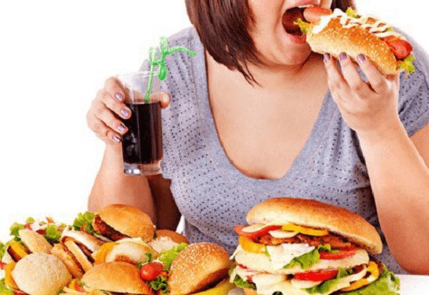 Thức ăn nhiều dầu mỡ không tốt cho sức khỏe và có thể là nguyên nhân gây ra mụn