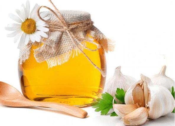 Phương pháp trị mụn giữa mật ong và tỏi