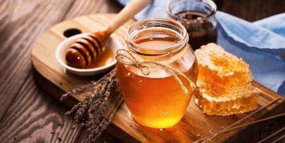 Trị mụn hiệu quả bằng mật ong
