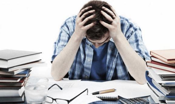Căng thẳng gây ảnh hưởng đến sự điều tiết mắt và dẫn đến mắt nháy
