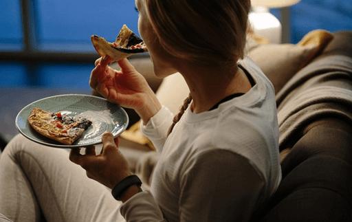 Ăn nhiều thức ăn không tốt tiết nhiều bã nhờn và ảnh hưởng sức khỏe.