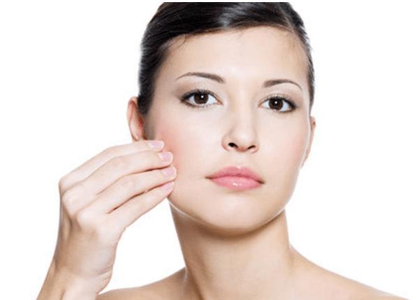 Mỡ mặt xuất hiện làm giảm sự tự tin của chị em phụ nữ.