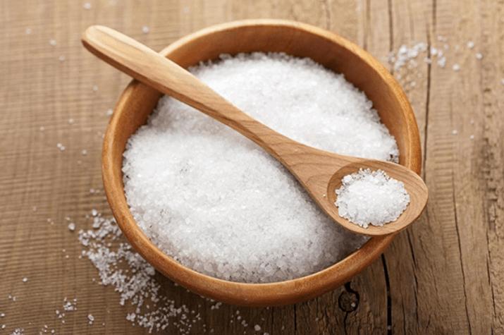 Muối giúp giảm mỡ thừa trên mặt với hiệu quả rất cao.